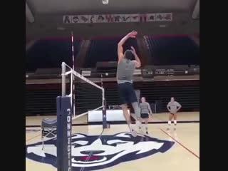 Что будет если баскетболист будет играть в волейбол =)