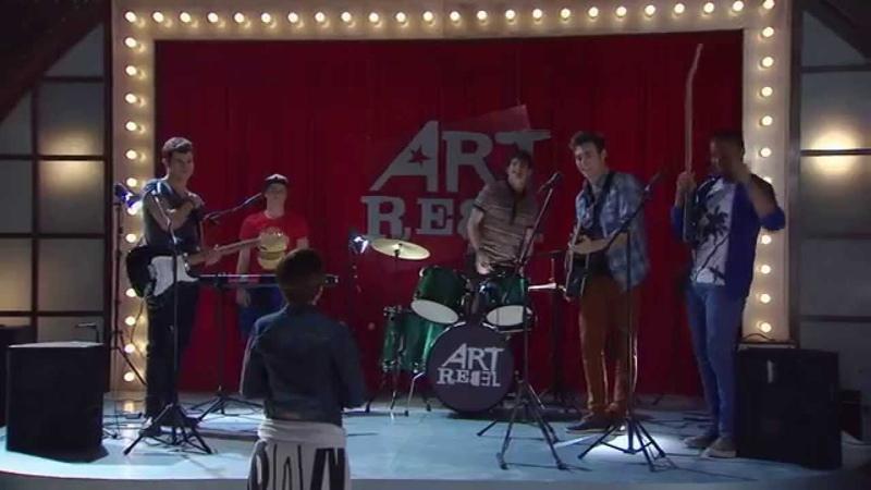 Виолетта 3 - Группа парней поёт Cuando Me Voy - серия 12