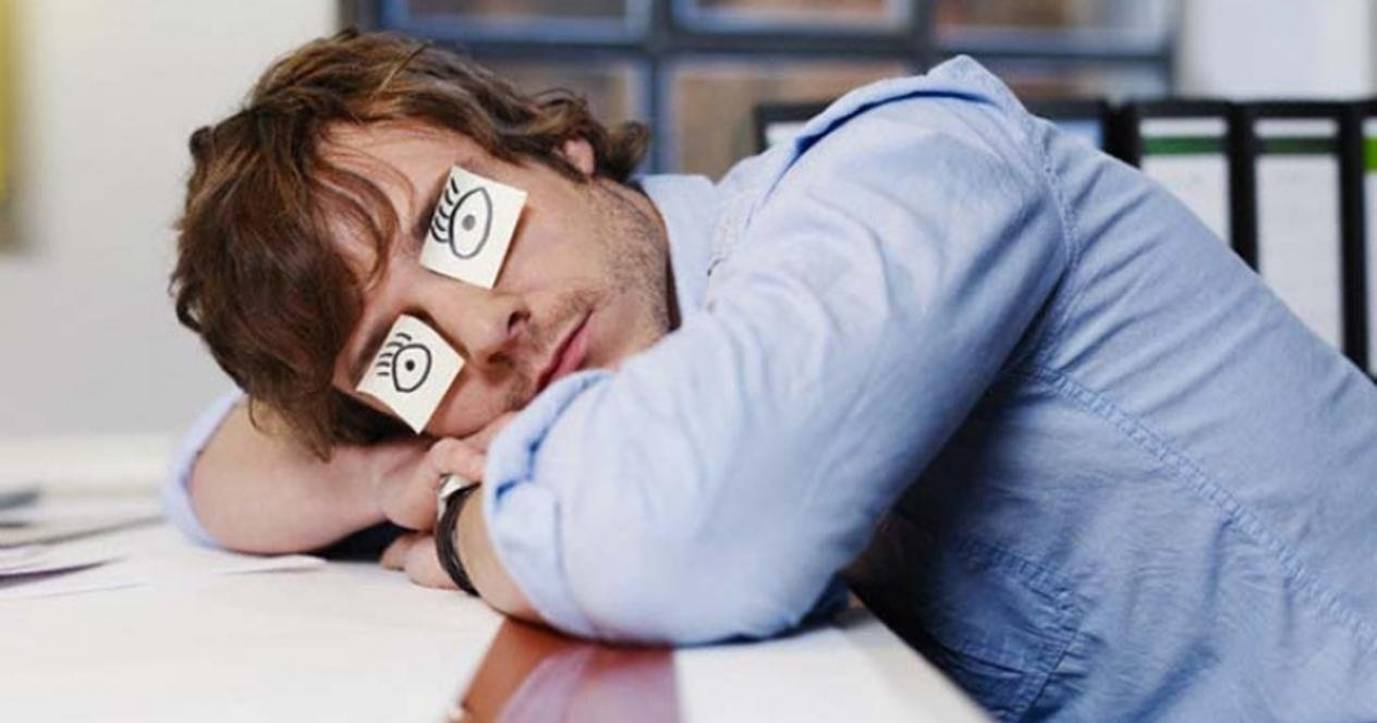 Плохо сплю, часто просыпаюсь ночью: причины, что делать
