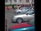 В Ставрополе пьяный голый мужчина загорал на крыше автомобиля