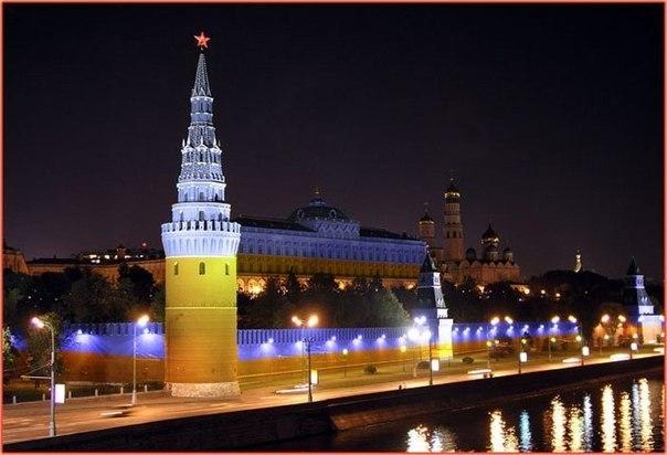 Московская полиция задержала 5 человек, пытавшихся вывесить флаг Украины напротив Кремля - Цензор.НЕТ 7536