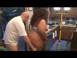 Мужик трахает бабу с большой жопой big fat bubble butt ass mature mexican latin bbw milf