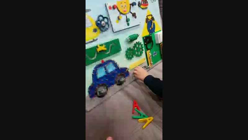 Ребенок в 2 года 9 месяцев также с удовольствием играет