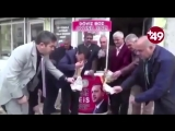 В Турции уничтожают доллары