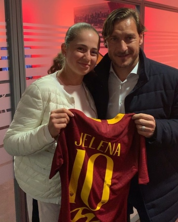 "WTA on Instagram ""Thanks @officialasroma @francescototti 🙏🙌⚽️🎾 @jelena.ostapenko"""