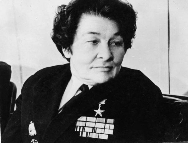 Капитан дальнего плавания в юбке Анна Ивановна Щетинина стала настоящей легендой не только советского гражданского флота, но прославилась и на весь мир. После неё капитанским курсом во всем мире