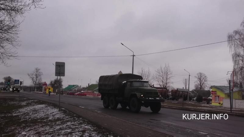Колонна военной техники пролетела по Слуцку