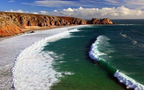 Живя у моря, люди становятся мудрыми. У моря есть простор для глаз. Наверное, это помогает людям свободно мыслить.