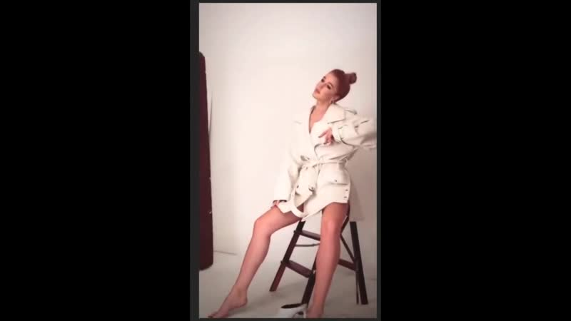 Юлианна Караулова засветила грудь во время фотосессии