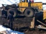 Трактор в болоте