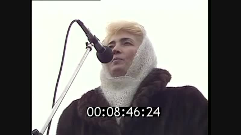 Сажи Умалатова. Фрагмент антивоенного митинга (1995)