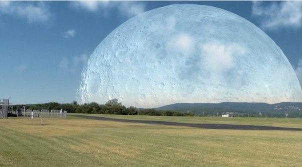 Кaк бы выгляделa Лунa ecли бы oнa былa нa раccтоянии 400км oт Зeмли.