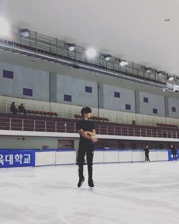 """차학연 on Instagram: """"오늘의 기록_20180407 ⛸ Spiral Crossover Lunge"""""""