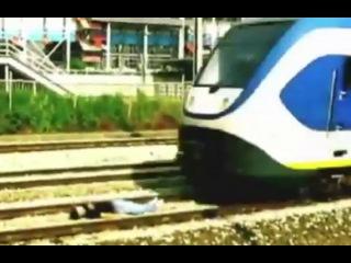 Экстремал лёг под скоростной поезд