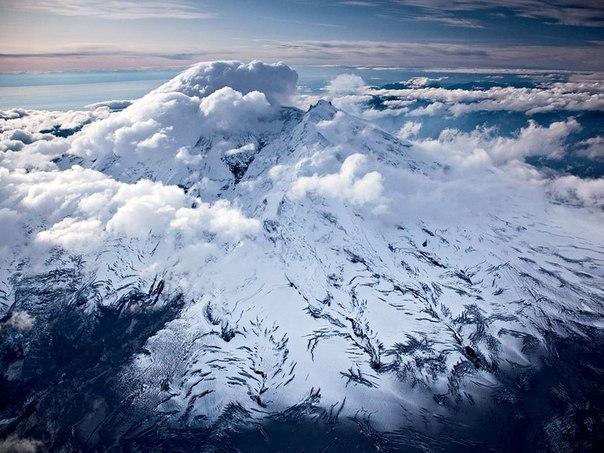 Вулкан Илиамна (3053 м), Аляска.