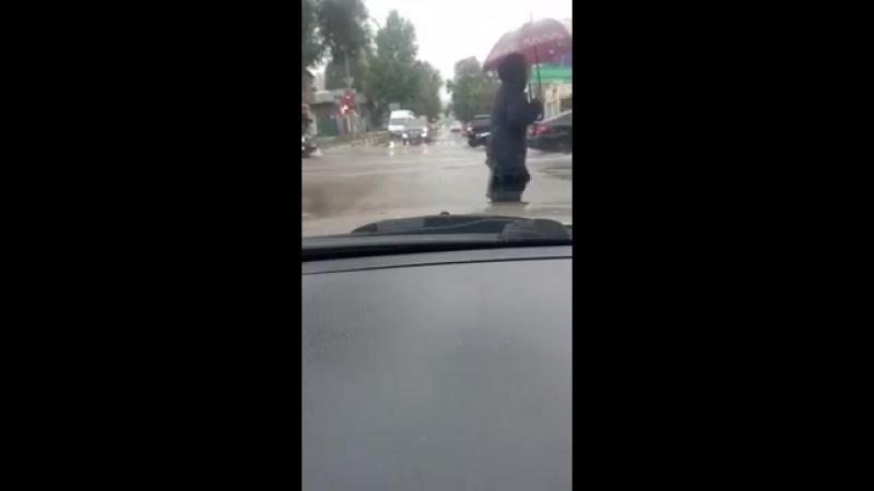 Ливень затопил улицу Чапаева