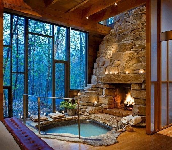 Горячая ванна у камина. Идеальное решение для промозглых вечеров.