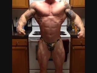 BodyBuilder and Soldier Brian Scott NPC Flexing Muscle (US)