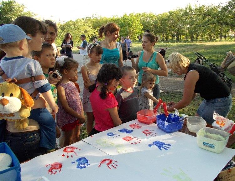 В Таганроге жители Русского поля и Простоквашино соревновались семьями