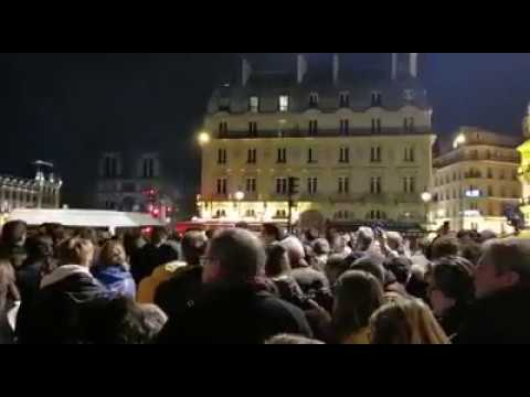 BEAUTIFUL and HEARTWARMING Songs of FAITH Outside of Notre Dame