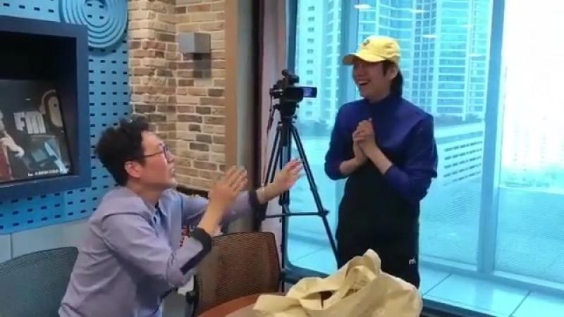 Kim Hee Chul в Instagram «180413 powerfm1077 kimheenim Leeteuk HeeChul SuperJunior kimheenim 희님 희철 김희님김희철 우주대스타 金希澈h