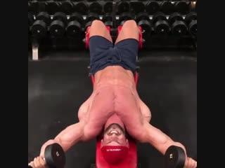 Как правильно прокачивать грудные мышцы. Вес не большой