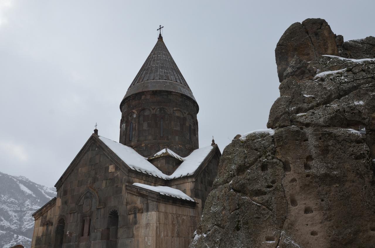 4b7Uw3xSsHU Монастырь Гегард в Армении.
