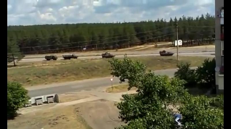 Счастье. 14 июня, 2014. Военная техника ВСУ на въезде в город. Время 10:13.