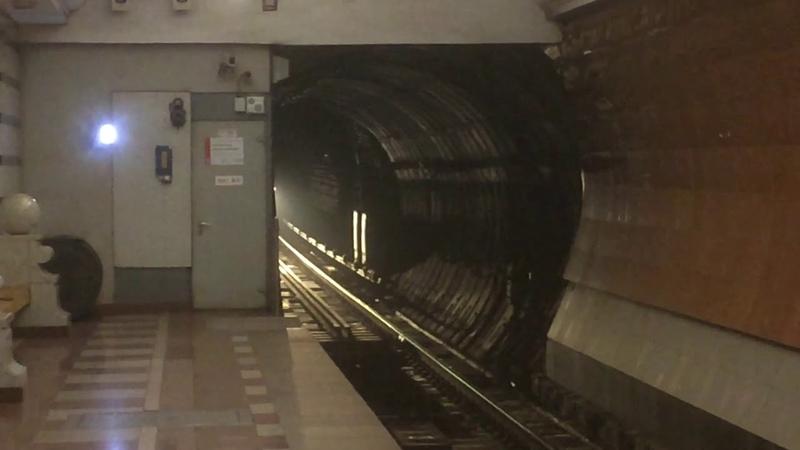 Метропоезд 81-760 на станции Парк победы