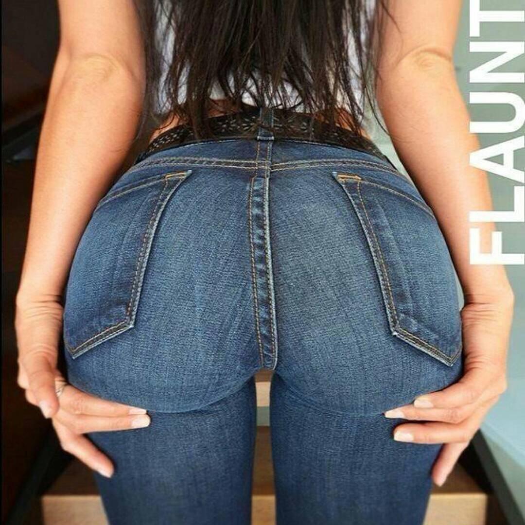 Sexy wite mini short big ass