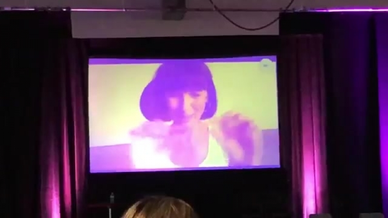 CaitrionaBalfe answering a question about working with TobiasMenzies OutlanderNJ outlander