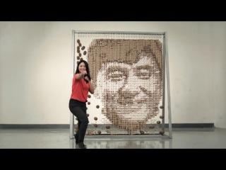 Китаянка Хонг Ю сделала портрет Джеки Чана из палочек для еды