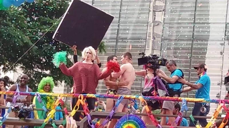 Sense8 season 2 Lito and Will kissing gay pride brazil