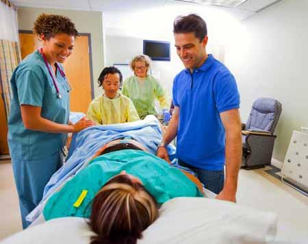 При родах женщинам может быть назначена регионарная анестезия в виде эпидуральной анестезии.