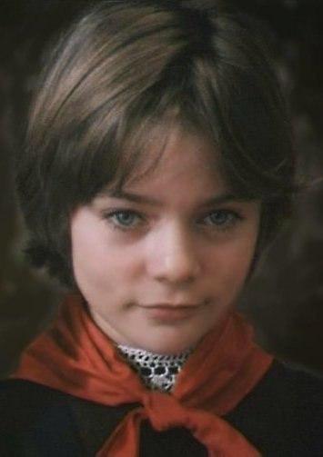 У АЛИСЫ СЕЛЕЗНЁВОЙ - ДЕНЬ РОЖДЕНИЯ! 15 февраля отметила свой 48-й день рождения киноактриса советского кино 1980-х годов, получившая широкую известность после исполнения роли Алисы Селезнёвой