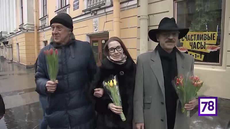 Боярский и Мигицко вышли на Невский проспект с тюльпанами