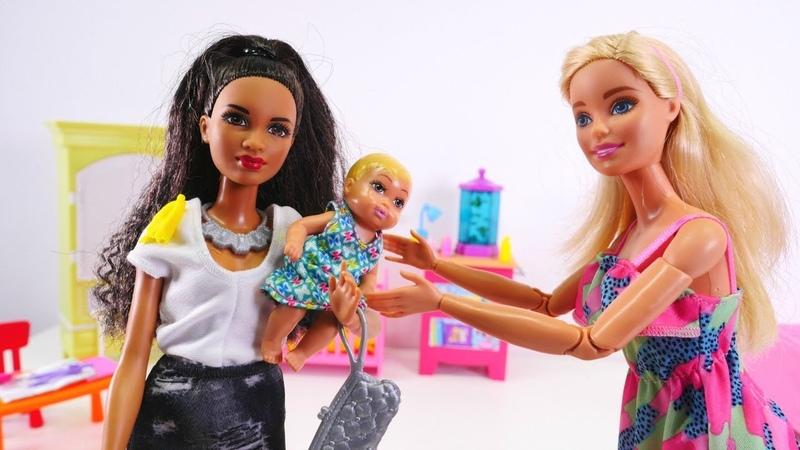 Barbie ailesi Chelsea ve bebek için bakıcı arıyor