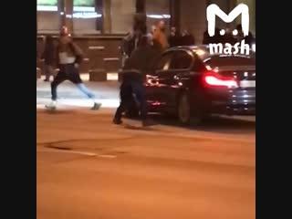Мужик против авто в Санкт-Петербурге