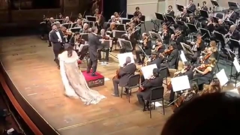 Anna Netrebko and Yusif Eyvazov sing Libiamo ne lieti calici La Traviata 12 August 2018 Teatro Colon