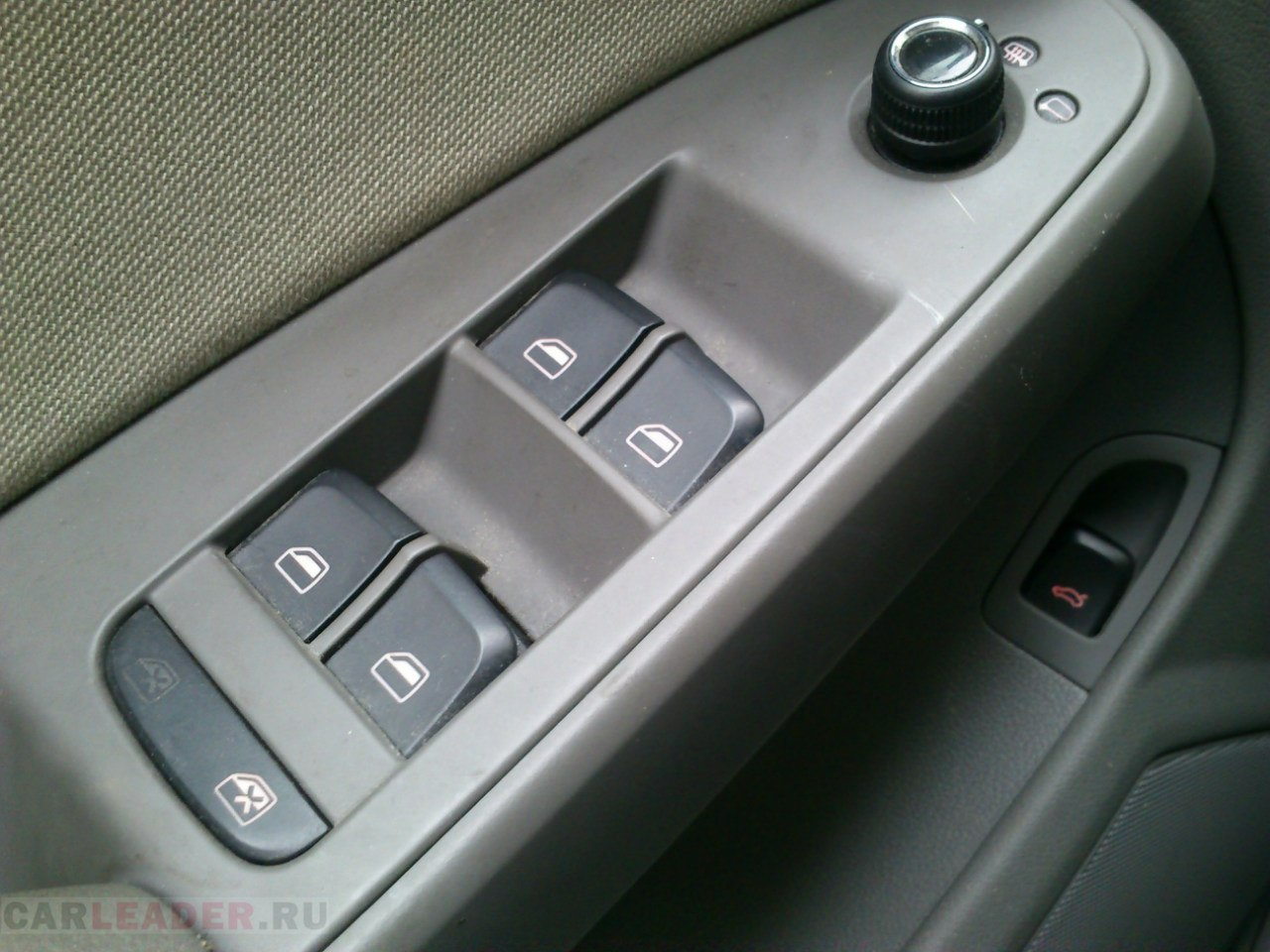 Обшивка Audi A4.