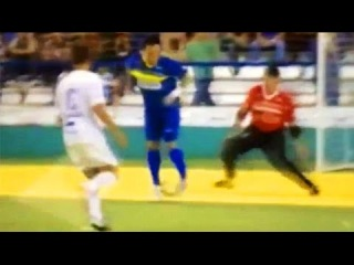 Futsal Great Falcao Scores An AMAZINGLY AUDACIOUS Flick-Chip Goal!