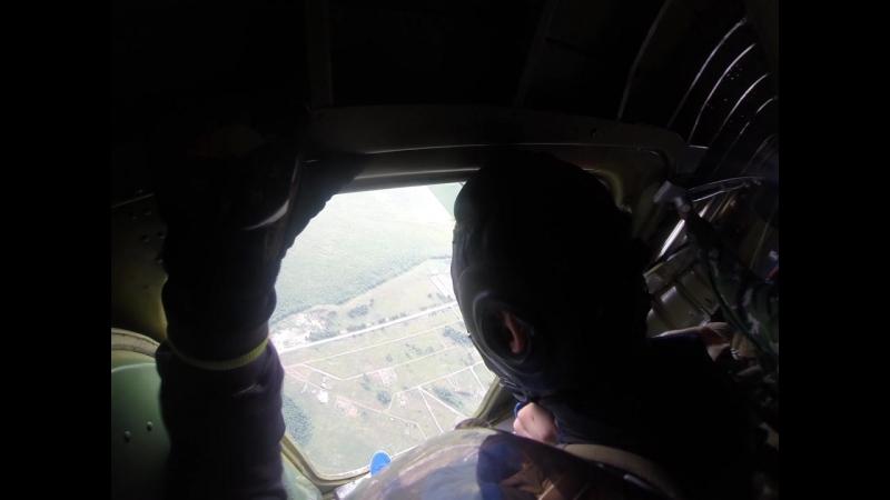 Прыжки с парашютом в честь 88-й годовщины ВДВ