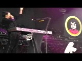 Muse - Feeling Good (live at Pinkpop 2002) HD