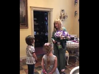 Дети поздравили Аллу Пугачеву с днем рождения