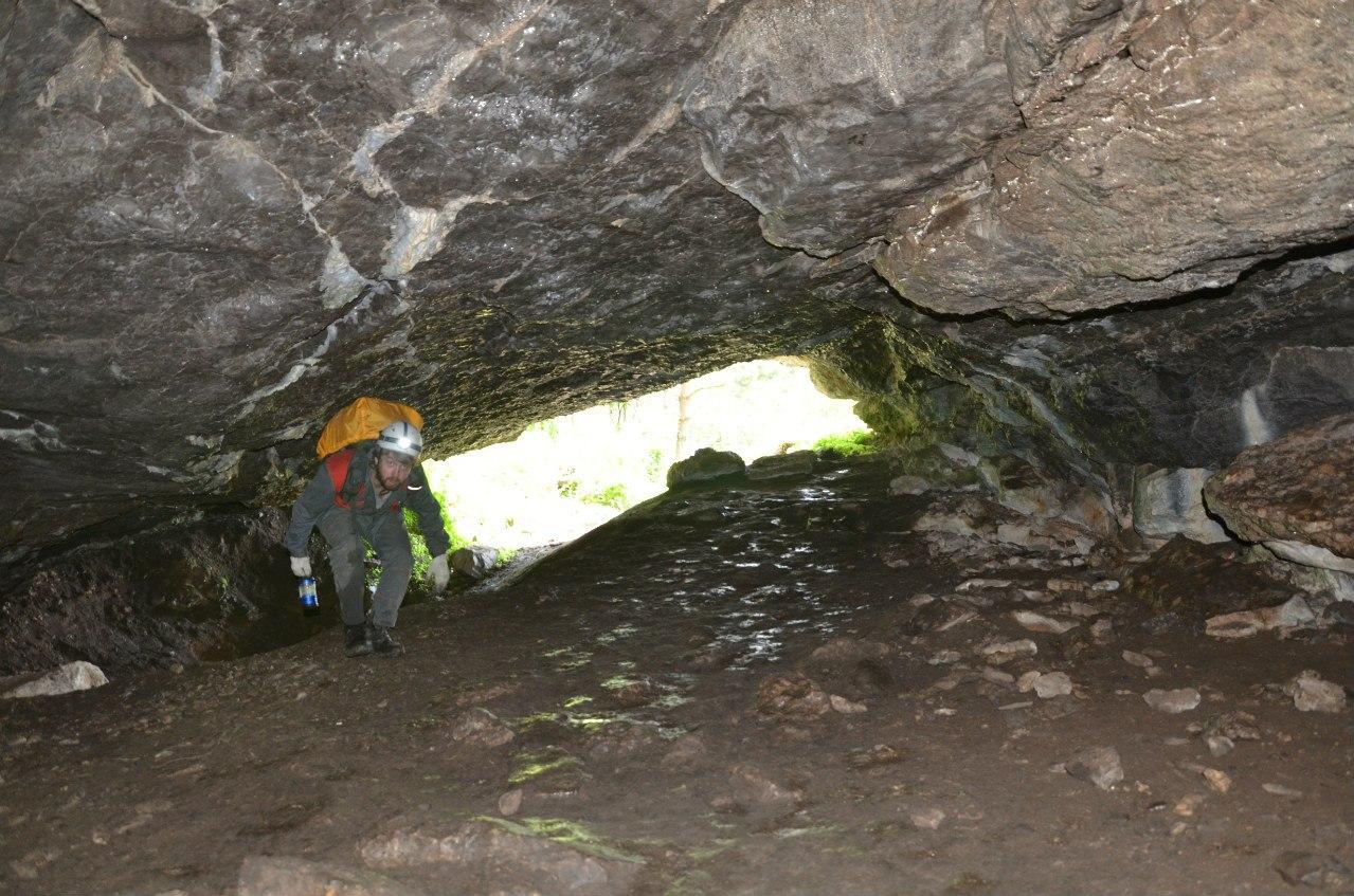 Низкие своды Майской пещеры (20.12.2015)