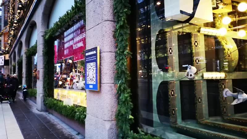 Рождественские витрины в универмаге NK