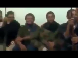 الارهابي وسام بن حميد مع مجموعة من الارهابيين من ليبيا ومصر والسودان في جلسة تجلي واستذكار لأمجاد #بن_لادن(The terrorist Wissam