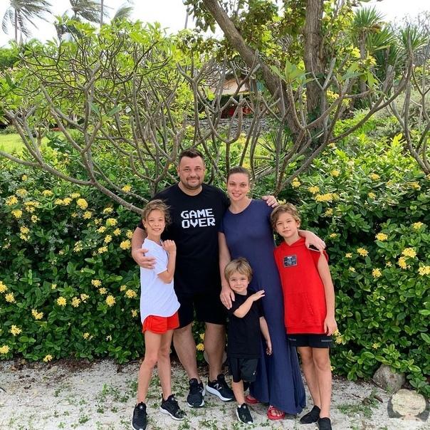 Сергей Жуков с семьей отдыхают в Тайланде