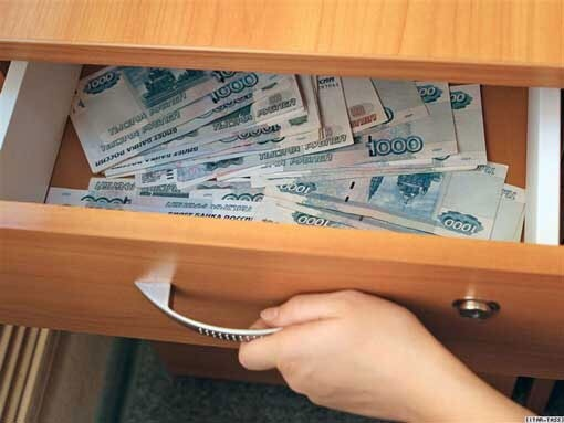 Из квартиры речичанки украли 22 тысячи долларов и 25 тысяч российских рублей, которые хранились в тумбочке