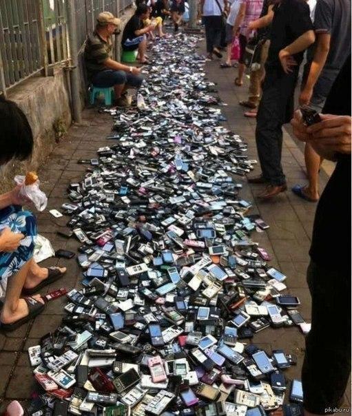 Қытайдағы ұялы телефон сататын базар